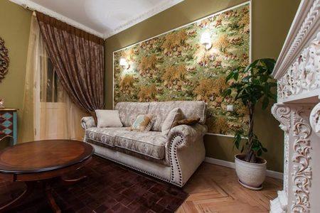 Как оформить стену над диваном в гостиной своими руками