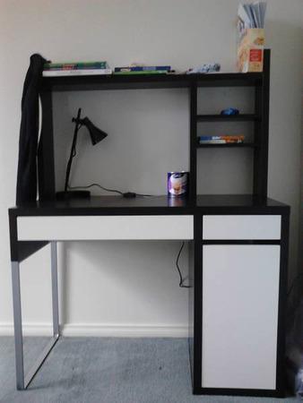 фото углового компьютерного стола Ikea